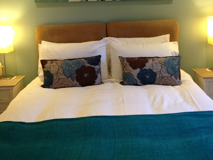 Fieldside Cottage - Bedroom 2 - choice of Kingsize Bed or 2 Single Beds